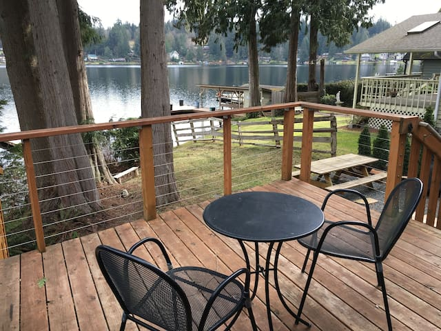 Lake Front Home with private dock - Snohomish
