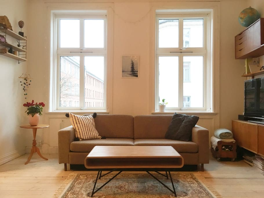 Livingroom with big windows with a lot of light