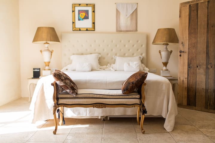 Chic Bed & Breakfast in Provence