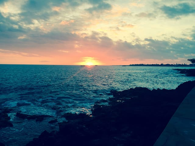 Oceanfront Air-conditioned- the Heart of Kona