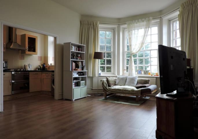 Delightful Apartment in a Peaceful Neighborhood - Guildford - Leilighet