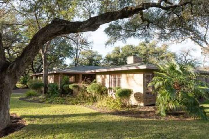 Mid-Century Modern Great Oaks Haven