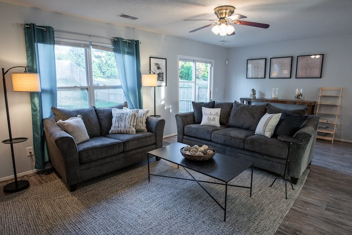 Cozy Full House Minutes From DOWNTOWN Nashville!