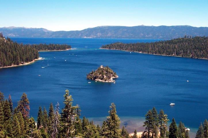 Tahoe Keys Waterfront Condo w/ Boat Dock - South Lake Tahoe - Condominio