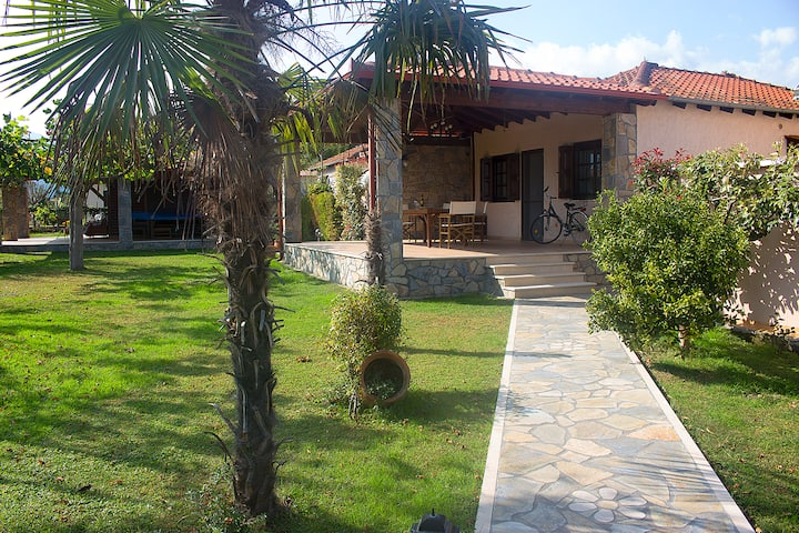 Giorgio Vacation Home - 3BD - 400m by the sea