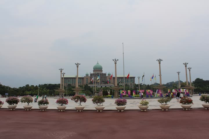 Perdana Putra - 1st building of the city