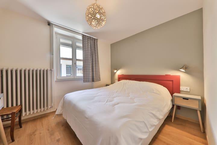 Une chambre avec lit en 160 x200 grand confort au rez de chaussez