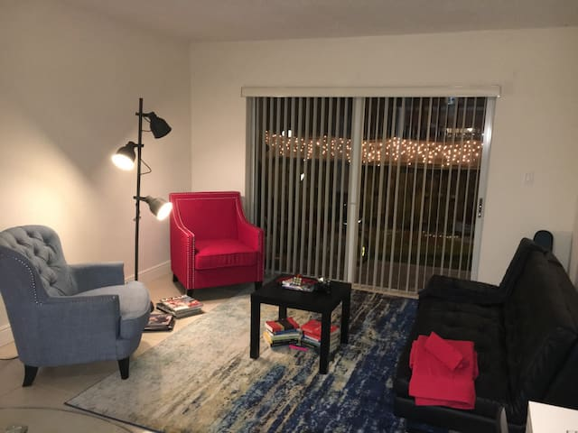 Shared Living Room, Comfort & clean - Doral