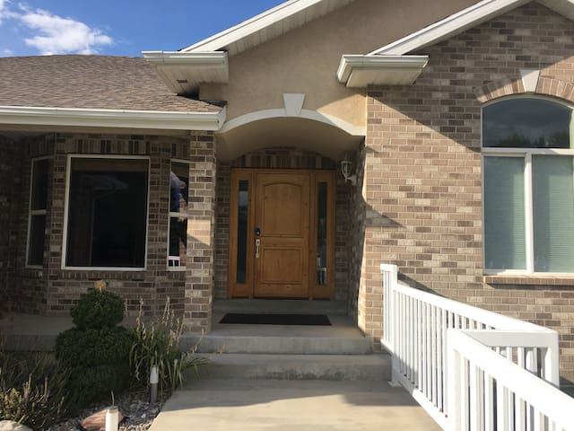 We welcome you to our inviting home. Please make yourself at home! Bring your own groceries and cook in the kitchen, use the laundry room, enjoy the massage chair or watch large screen HD TV, with Netfix (complementary popcorn!;)