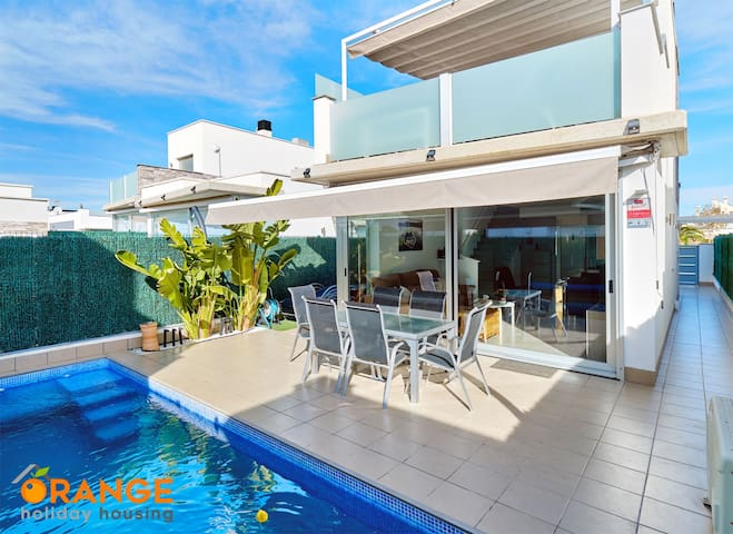 Villa with private pool, roof terrace, 3 bedrooms