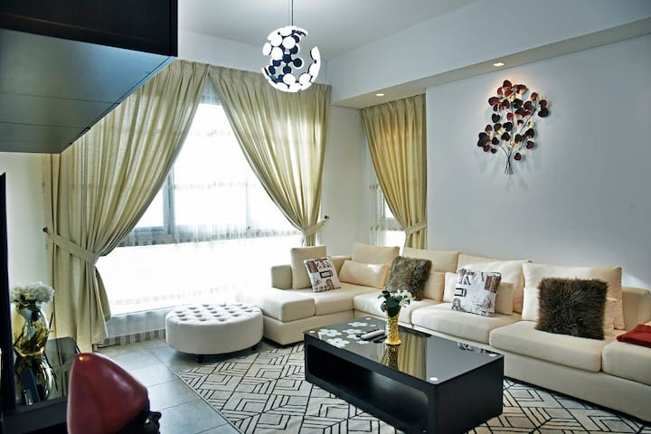 Breathtaking Spectacular 2 BR Apt in Palm Jumeirah