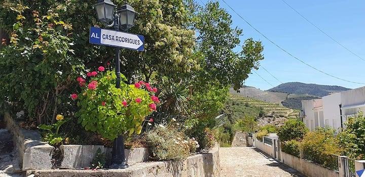 Casa Rodrigues- Conforto e Beleza num só local|