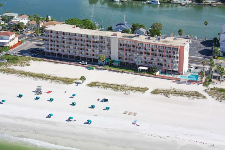 Cozy Beachfront Getaway w/Free Dolphin Sunset Cruise, Free Paddle Boarding, Free DVDs & More!