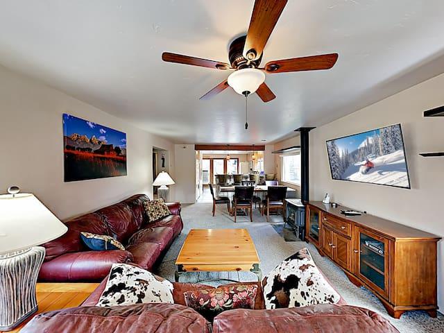 Downtown Frisco Retreat -- Near Free Ski Shuttle