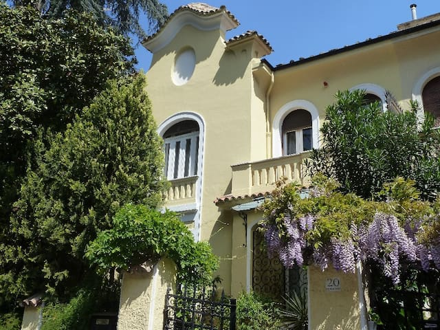 Luxury Liberty Villa next to Villa Borghese, Rome
