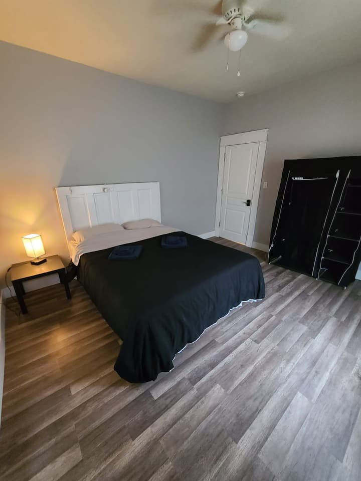 Next to Downtown Greensboro 1 bed 1 bedroom (1)
