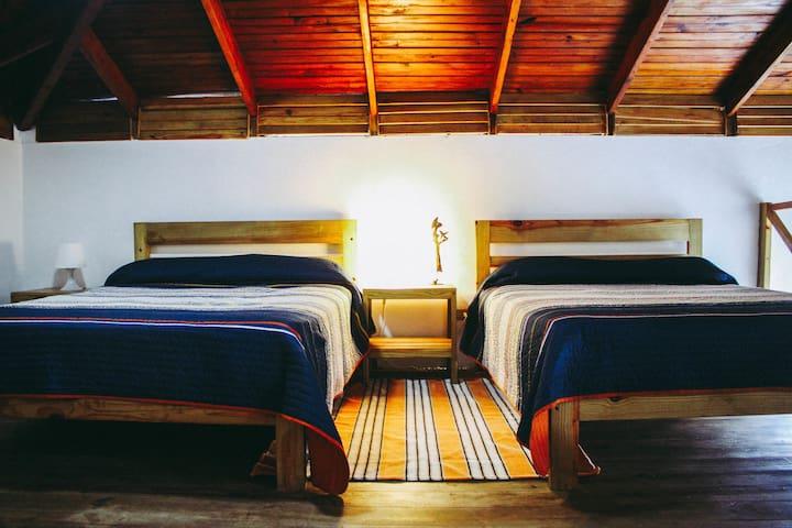 The bedroom area / dormitorio