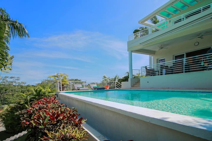 Huge and modern 3 bedrooms villa for rent in Sosua
