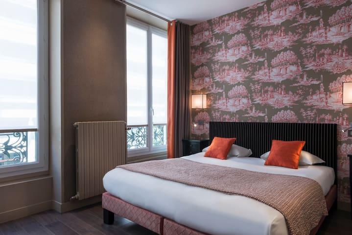 French-style near Saint-Germain-des-Prés