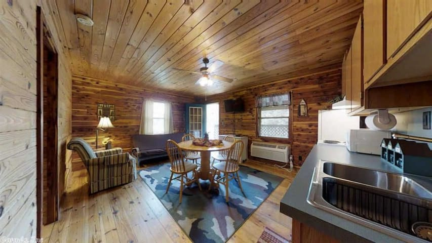 COZY WATERFRONT LOG CABIN #1 --- COZY ACRES LODGE