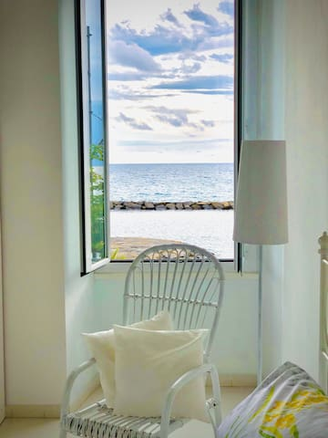 Frescoed apartment with sea view