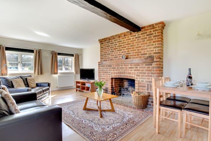 Mooi familiehuis met een rustige ligging in het groene hart van Dover