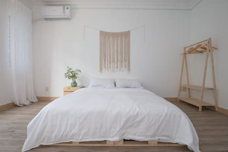Akoma Homestay_Single Room (01 Queen Bed)