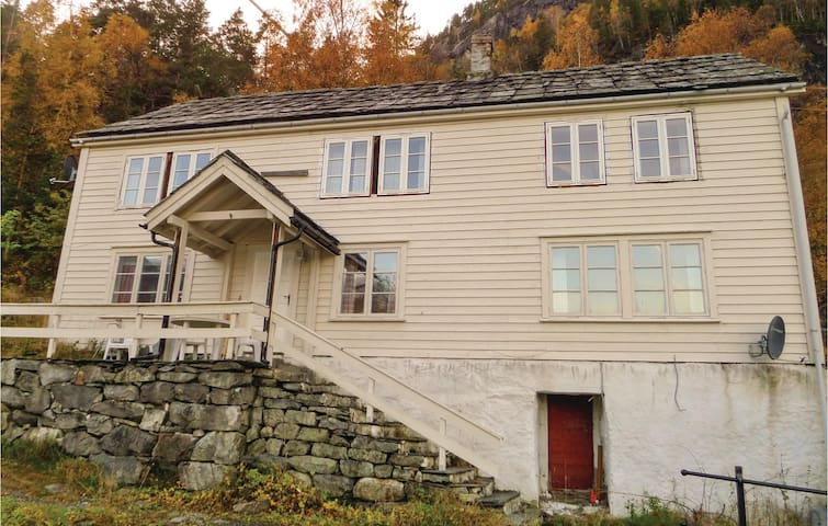 Holiday cottage with 4 bedrooms on 140m² in Vallavik