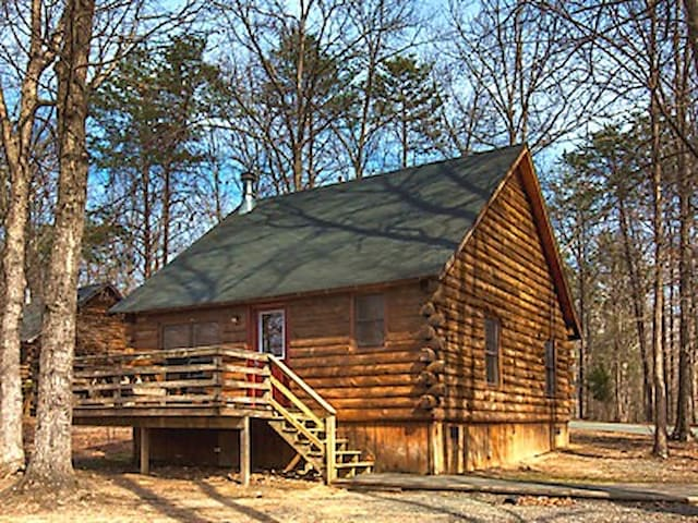 Shenandoah Crossing Grand Cabin in Woods!