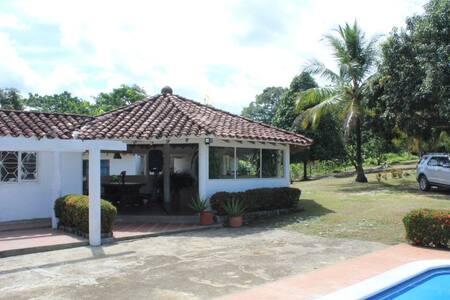 finca Doradal - Puerto Triunfo - Doradal - ที่พักธรรมชาติ