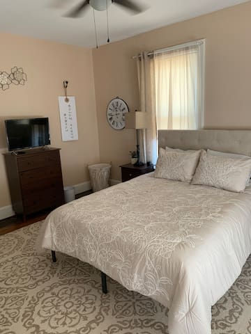 Queen Bedroom (Tan)