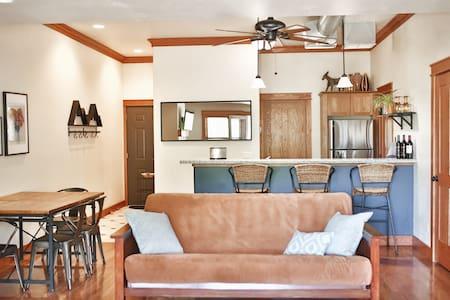 New owners renovated best downtown studio-Sleeps 4