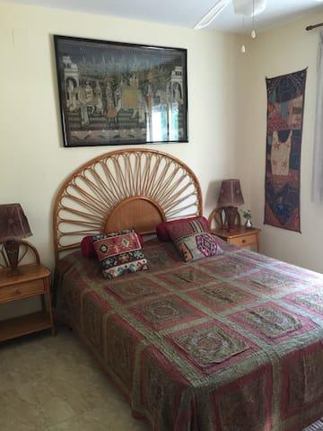 Double Room with Private Bathroom - La Nucia - Hus