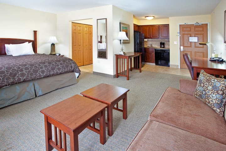 Indoor Pool + Free Wi-Fi, Free Breakfast | Only 20 Minutes from the University of Notre Dame