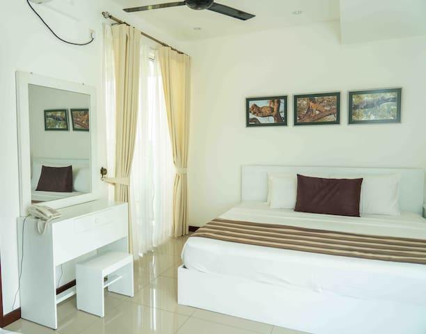 Master Bedroom [BR1]