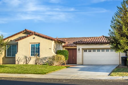 Live in Style: Your Home Away from Home Awaits! - Hanford