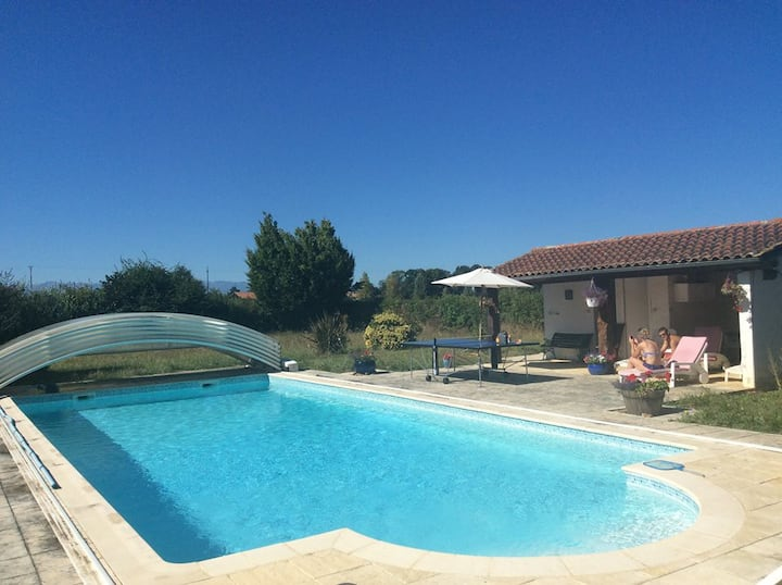 Country House with Heated Pool & Pyrenees views