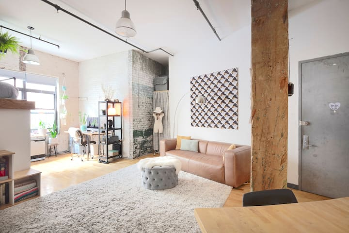 !Spacious & Modern Brooklyn Loft!