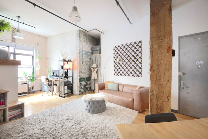 !Spacious & Modern Brooklyn Loft-Long Term Stays!