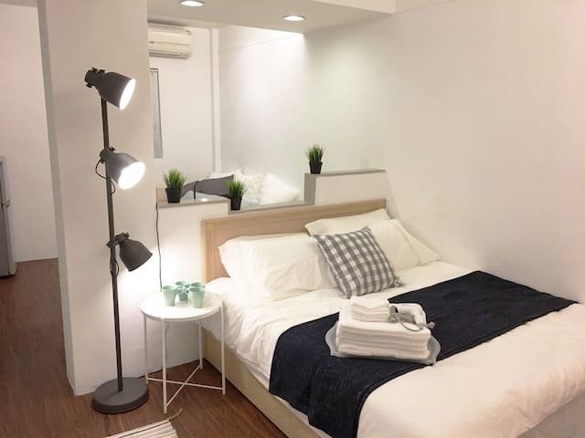 Spacious Studio B near Taipei 101 (1-4 guests)