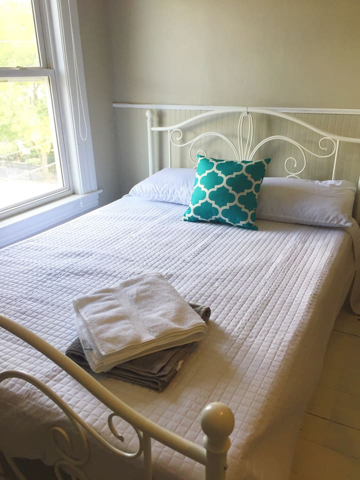 Queen Room for Short & Long Term Stays