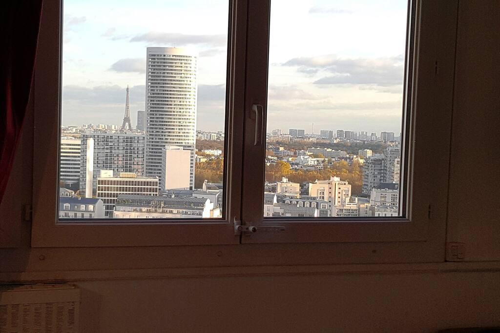 Vue sur Paris depuis la chambre