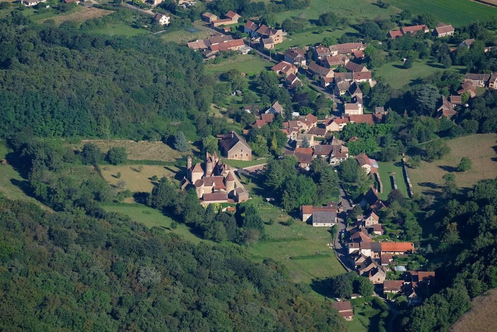 Le hameau de Balleure autour du Château