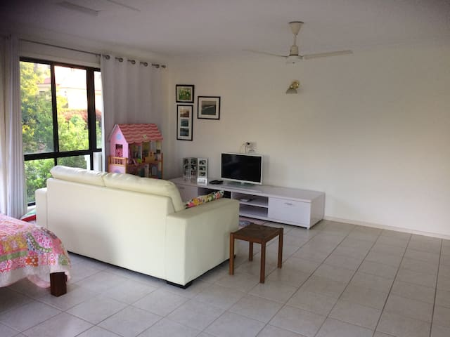 Quiet and leafy location in central Brisbane - Carindale - Hus