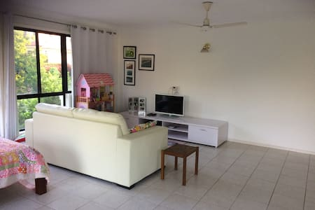 Quiet and leafy location in central Brisbane - Carindale - Rumah
