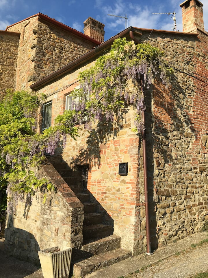 Two bed farmhouse, private pool & garden