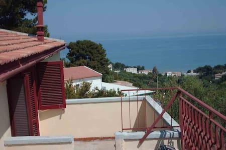 Gargano attico molto bello Villa Matassa 2-6 posti - San Menaio