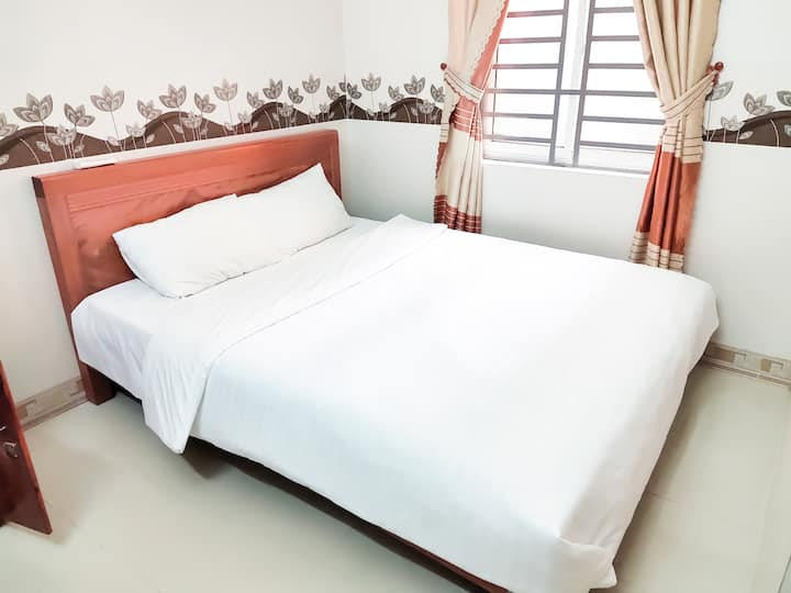 300m to The Beach Deluxe Queen Rm4. Spring Hotel