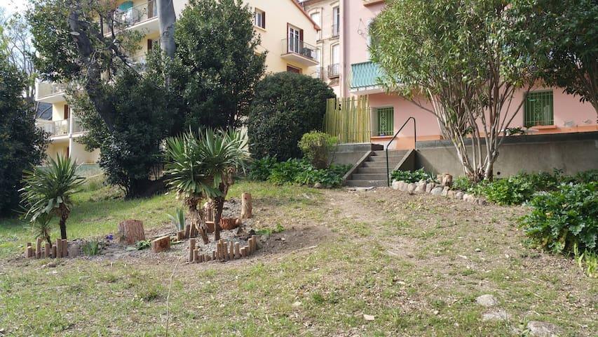 T2 BIS avec grande terrasse ,à Amèlie les bains - Amélie-les-Bains-Palalda - Apartemen