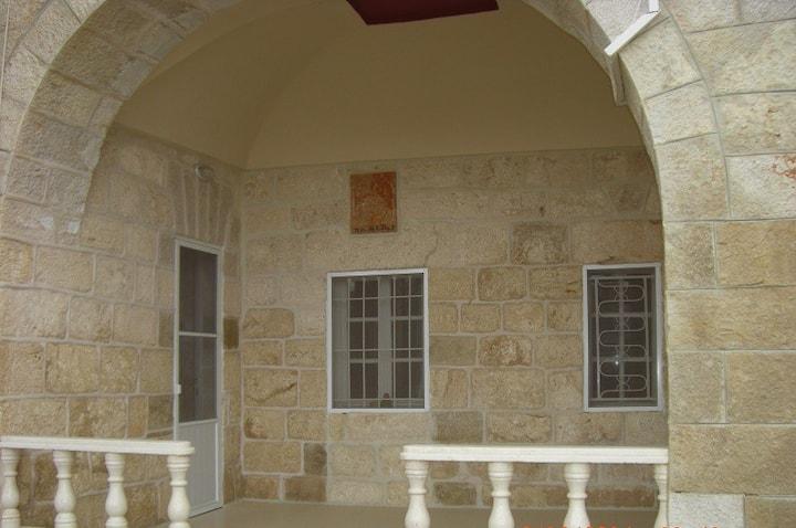 Bethlehem Gorgeous Old Style Apartment